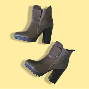 Brown faux leather boots Urban Planet size 5.5